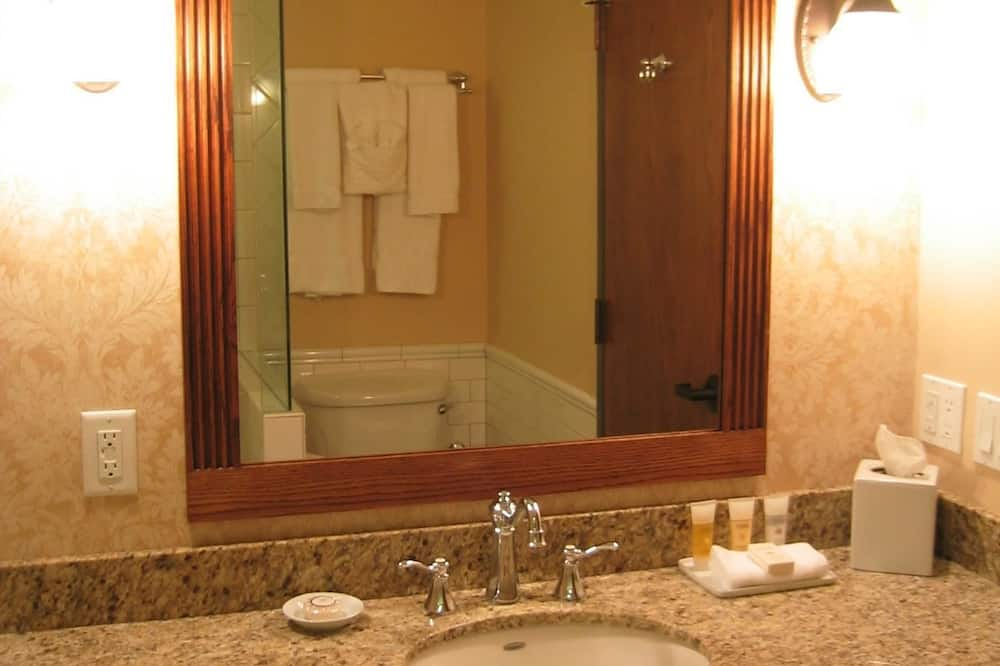 Standard Room, 1 King Bed, Accessible, Bathtub - Bathroom