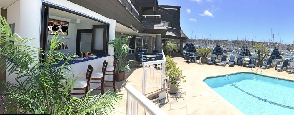 Bay Club Hotel Marina San Go Outdoor Pool