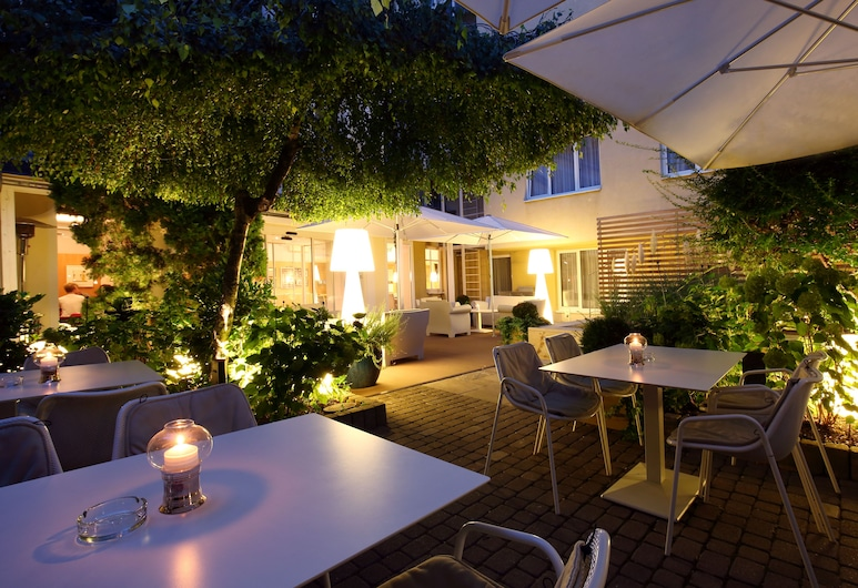 Holiday Inn Vienna City, Vienna, Terrace/Patio
