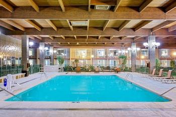 Foto van Ramada Hotel & Conference Center by Wyndham Mitchell in Mitchell
