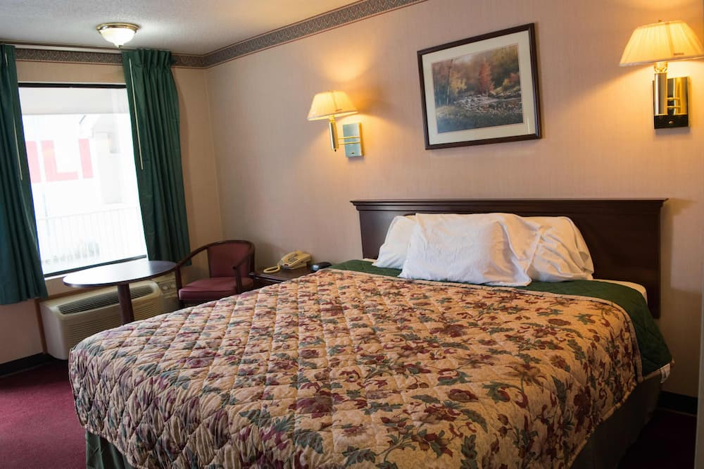 Classic Room, 1 King Bed, Smoking - Guest Room