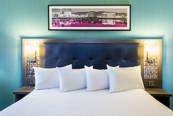 Enter your dates to get the Belfast hotel deal