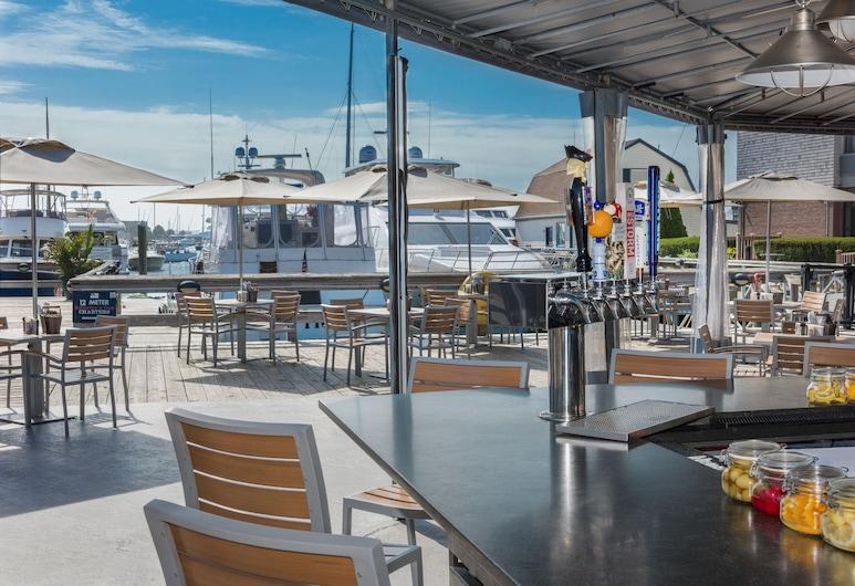 The Newport Harbor Hotel & Marina, Ньюпорт, Ресторан під відкритим небом