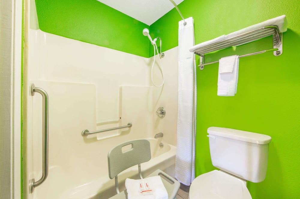 Kambarys, 1 labai didelė dvigulė lova, su patogumais neįgaliesiems, Rūkantiesiems - Vonios kambarys