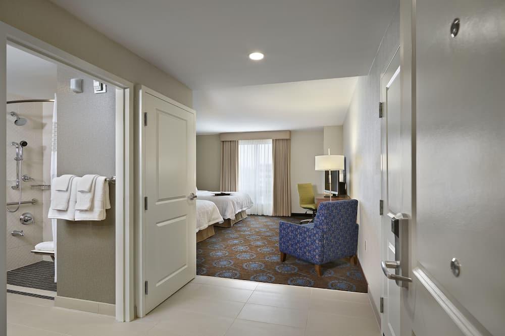 غرفة - غرفة نوم واحدة - بمنظر - منطقة المعيشة