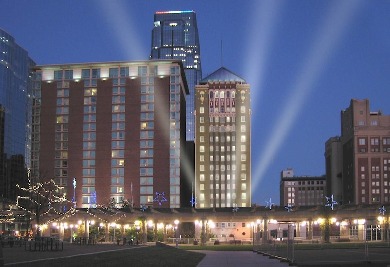Holiday Inn Kansas City Downtown - Aladdin, Kansas City, Hotel Front – Evening/Night