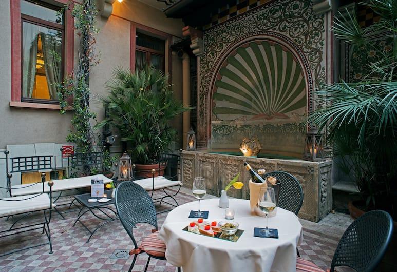 iH Hotels Milano Regency, Milano, Avlu