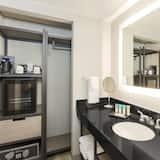 Szoba, 1 king (extra méretű) franciaágy, mozgássérültek számára is hozzáférhető (Shower) - Fürdőszoba