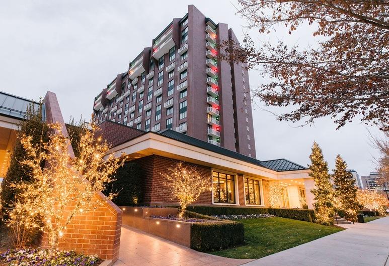 Little America Hotel, Soltleiksitija, Viesnīcas priekšskats vakarā/naktī