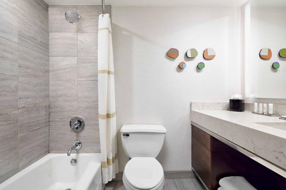 Quarto, 1 cama king-size, Não-fumadores - Casa de banho