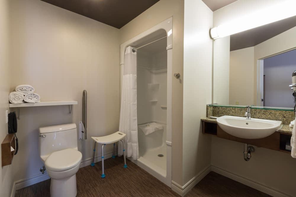 Classic Room, 1 Queen Bed, Accessible - Bathroom
