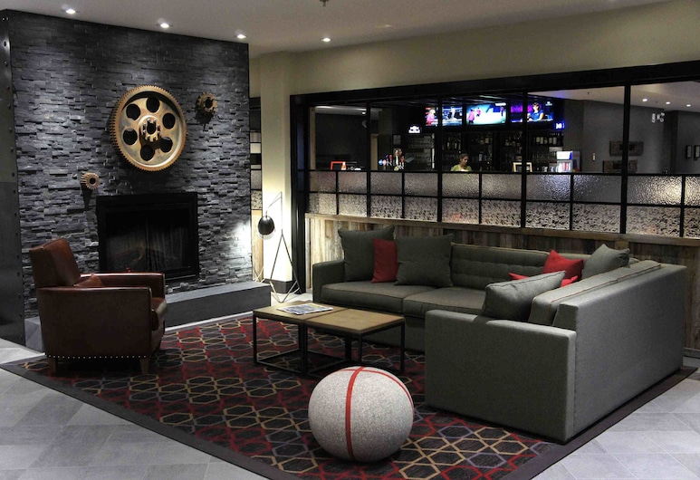 Four Points by Sheraton Edmunston Hotel & Conference Center, Edmundston, Lobby Sitting Area