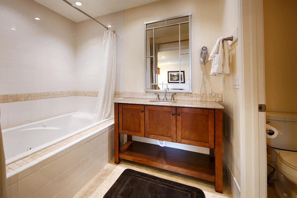 חדר סטנדרט, 2 מיטות זוגיות, ללא עישון, מקרר ומיקרוגל - חדר רחצה