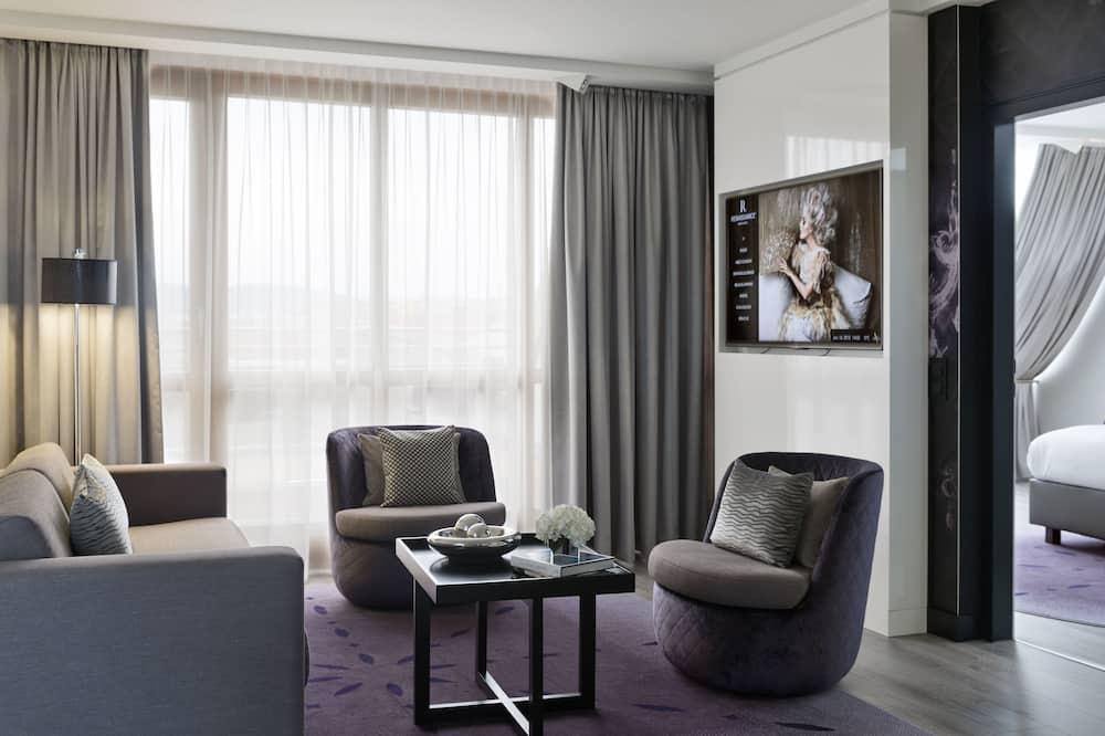 Suite, 2 Bedrooms, Non Smoking (Renaissance) - Living Area