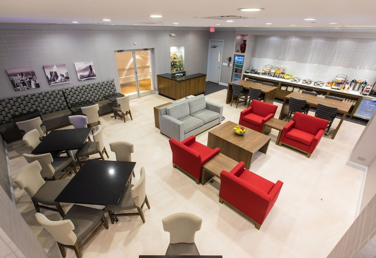 Hilton Chicago / Northbrook, Northbrook, Executive Room, 1 King Bed, Business Lounge Access, Guest Room
