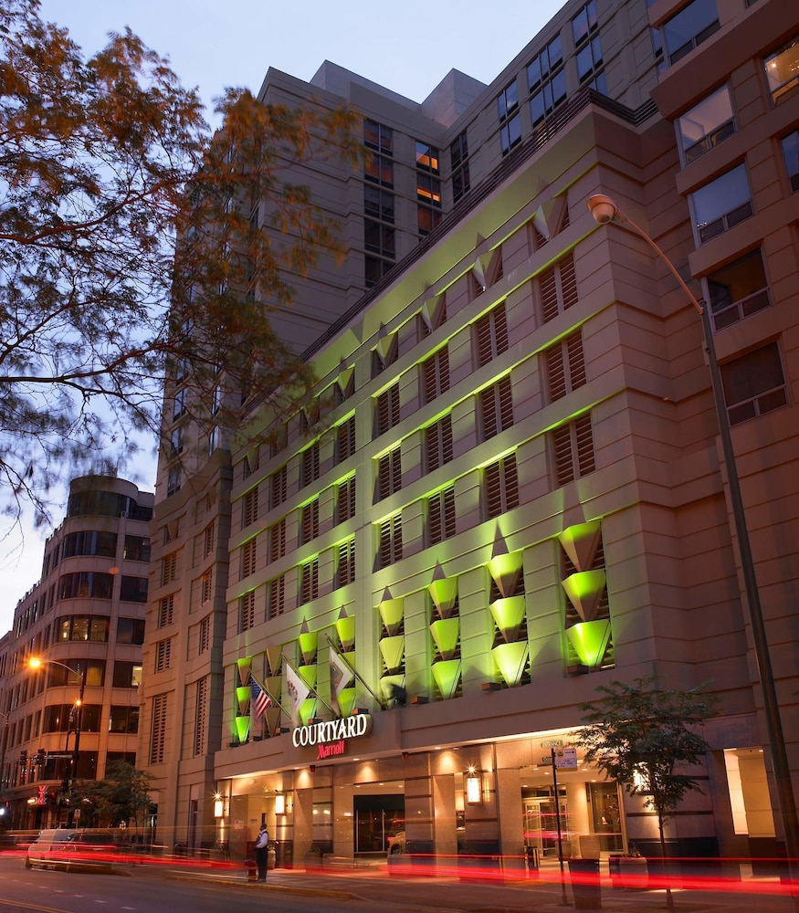 Book courtyard by marriott chicago downtown river north for The hotel chicago downtown