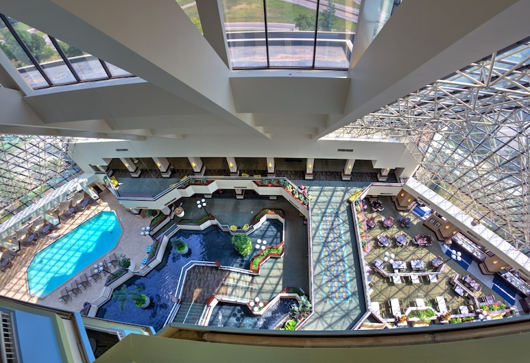 Crowne Plaza St. Louis Airport, Bridgeton, Lobby
