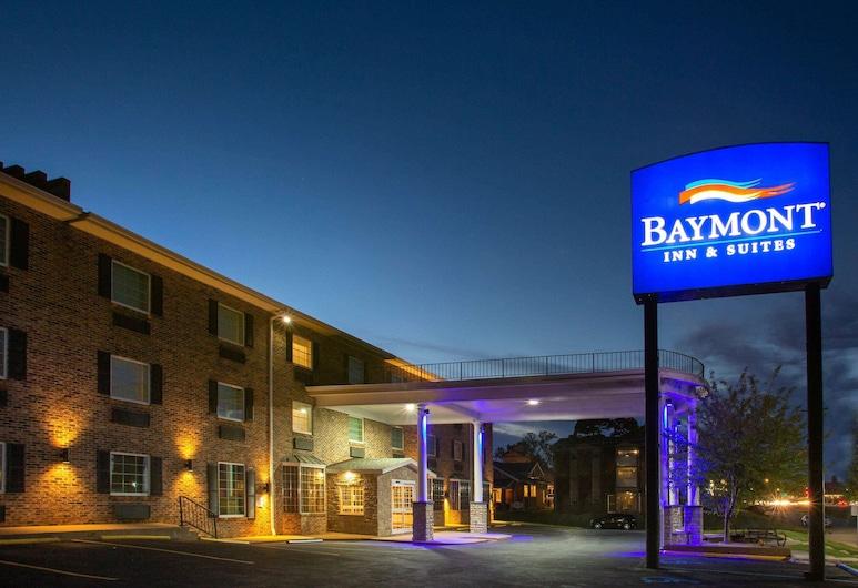 Baymont by Wyndham Jefferson City, Jefferson City, Viesnīcas priekšskats vakarā/naktī