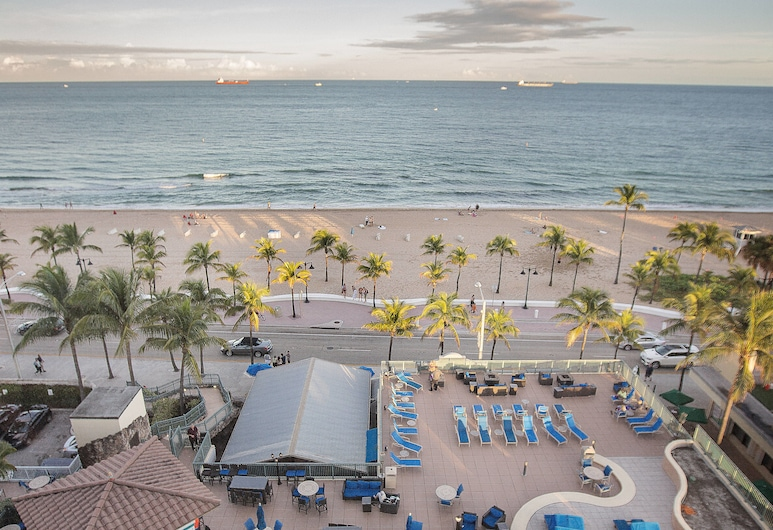 Courtyard by Marriott Fort Lauderdale Beach, Fort Lauderdale, Room, 1 King Bed, View, Corner, Guest Room