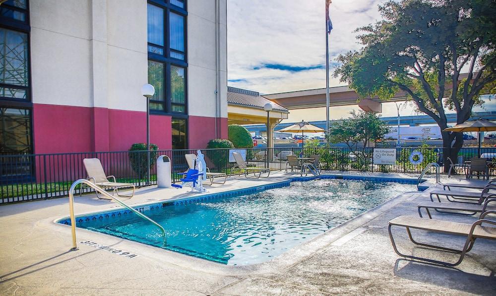 The Walnut Hotel Dallas I 35 North Pool