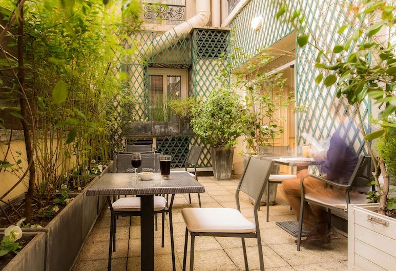 Hôtel Résidence Impériale, Paris, Terrace/Patio