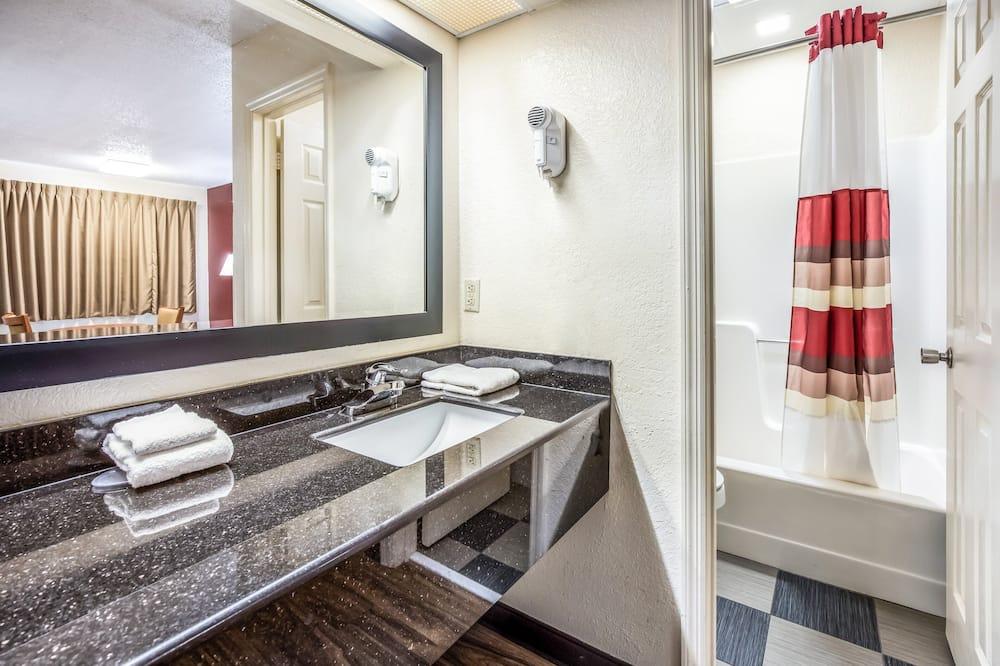 Habitación superior, 1 cama de matrimonio grande (Smoke Free) - Cuarto de baño