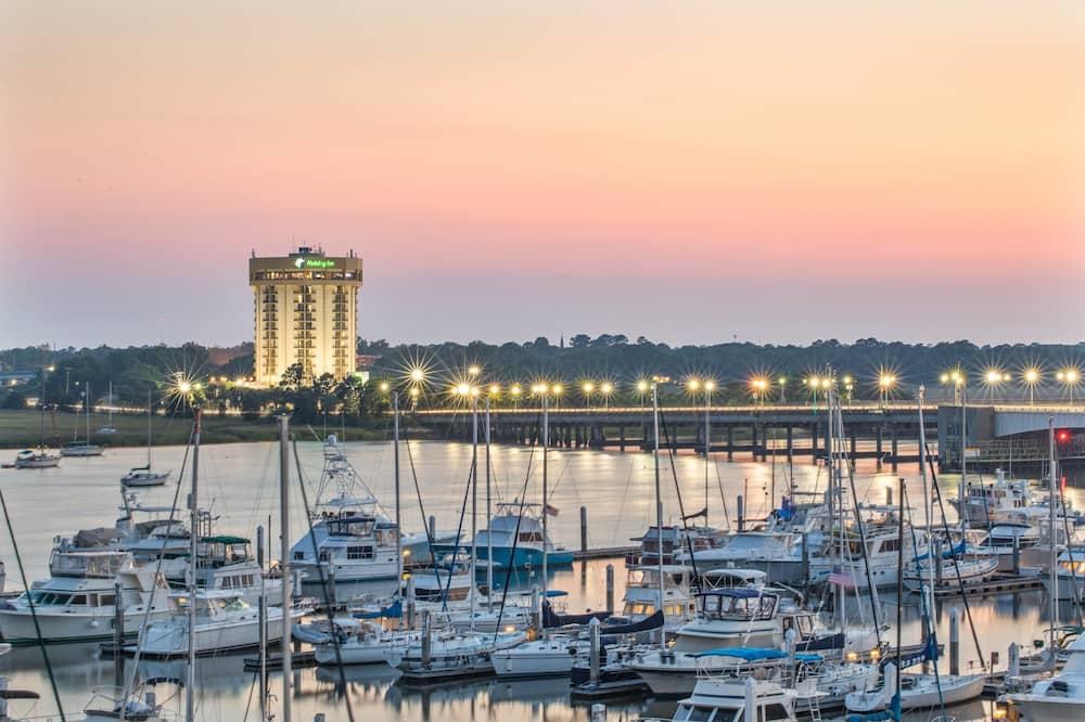 Holiday Inn Charleston Riverview, an IHG Hotel