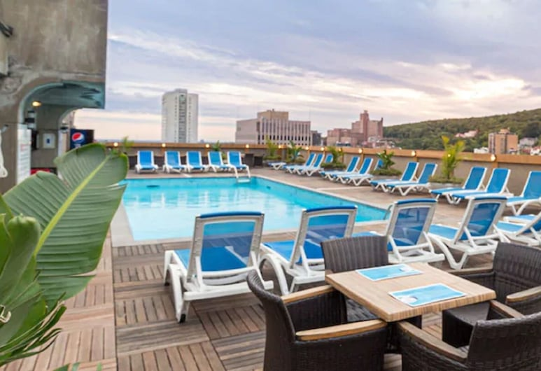 Hotel Le Cantlie Suites, Montreal, Pool auf dem Dach