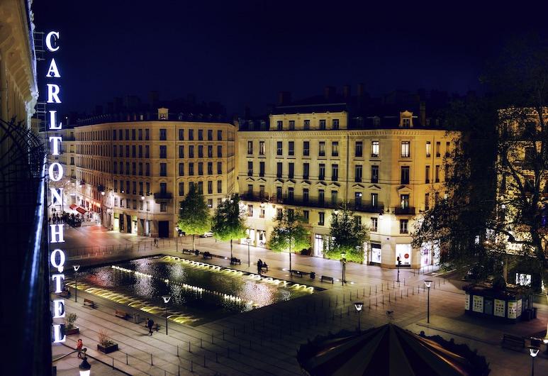 ホテル カールトン リヨン - M ギャラリー バイ ソフィテル, Lyon, ホテルのフロント - 夕方 / 夜間