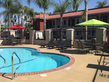 Picture of Days Inn & Suites Anaheim At Disneyland® Park in Anaheim