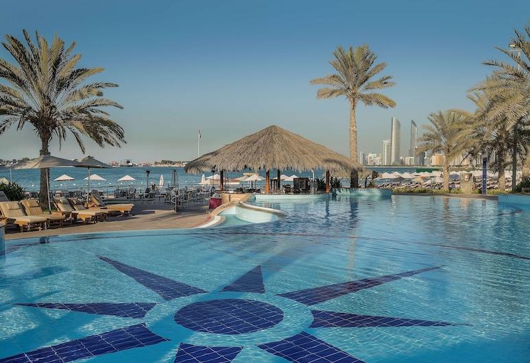 Radisson Blu Hotel & Resort, Abu Dhabi Corniche, Abu Dhabi, Outdoor Pool