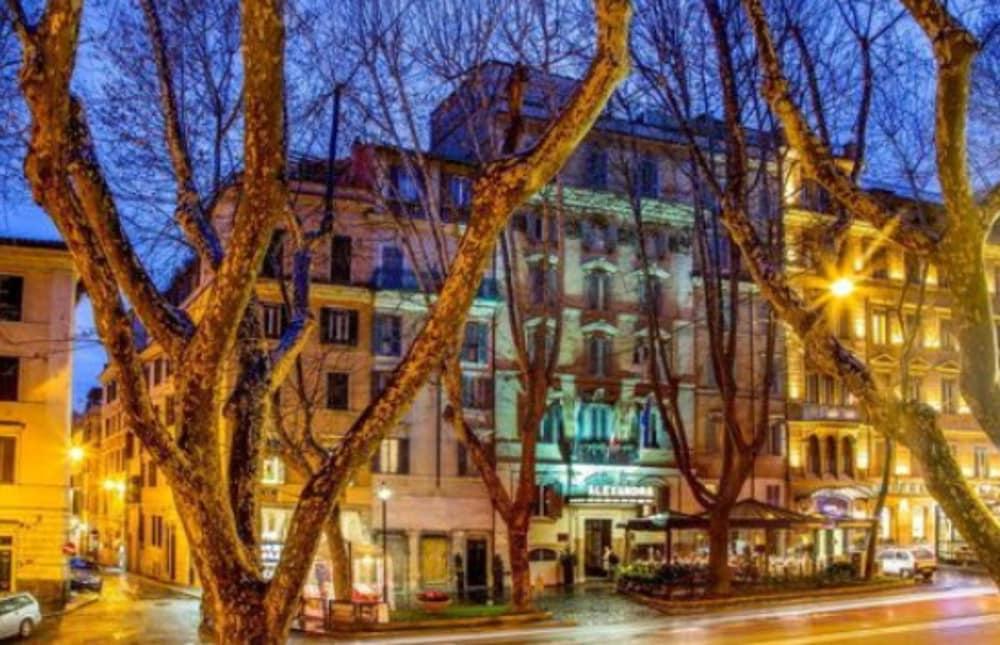 Book Hotel Alexandra in Rome | Hotels.com