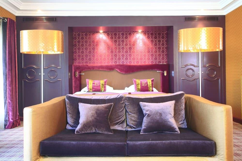 Junior Room, Balcony, City View - Living Area