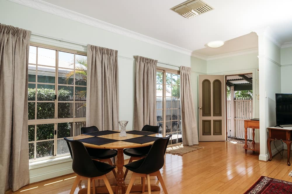 Deluxe Townhome - In-Room Dining