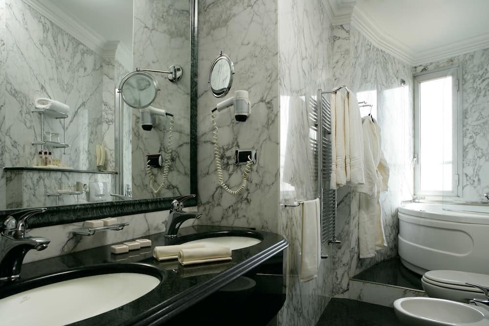 Camera Deluxe con letto matrimoniale o 2 letti singoli - Bagno