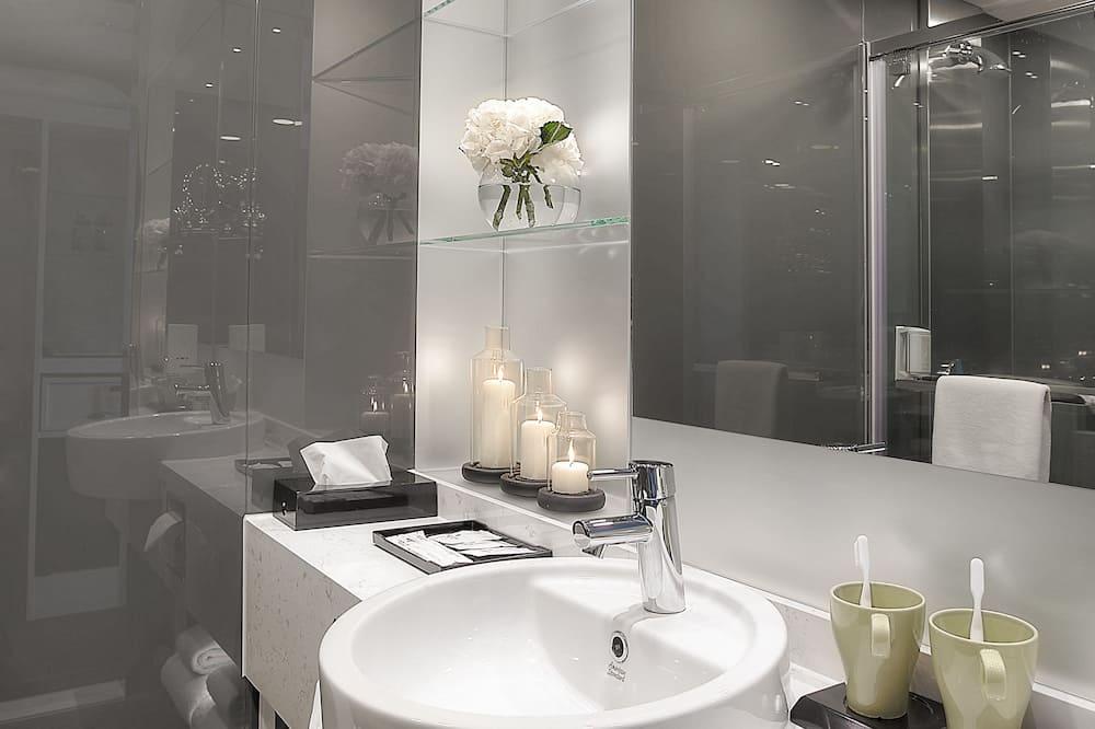 Skyline - Bathroom