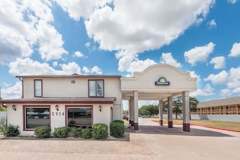 Picture of Days Inn by Wyndham Bryan College Station in College Station