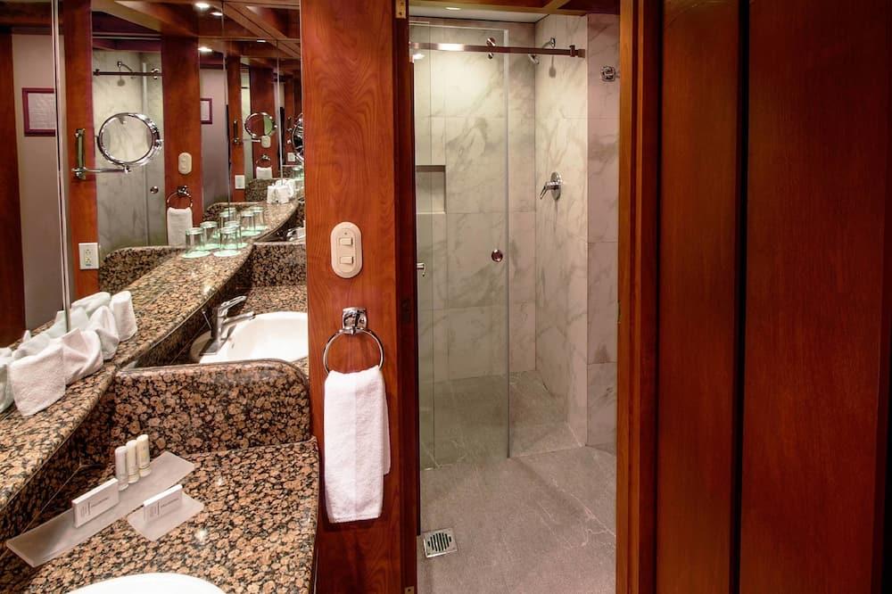 高级房, 2 张双人床, 无烟房 - 浴室