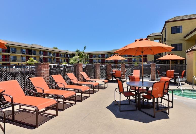 Best Western Plus Raffles Inn & Suites, Anaheim, Venkovní bazén