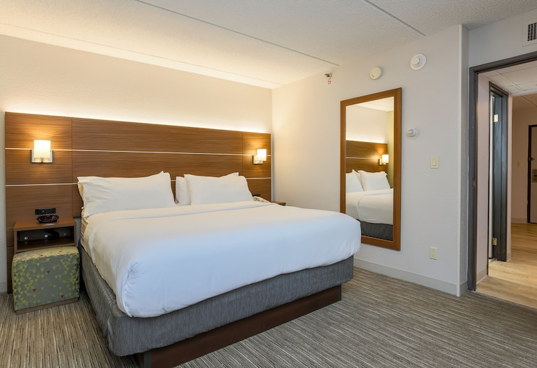 Holiday Inn Express Milwaukee-West Medical Center, Milwaukee, Room, 2 Bedrooms, Non Smoking, Guest Room