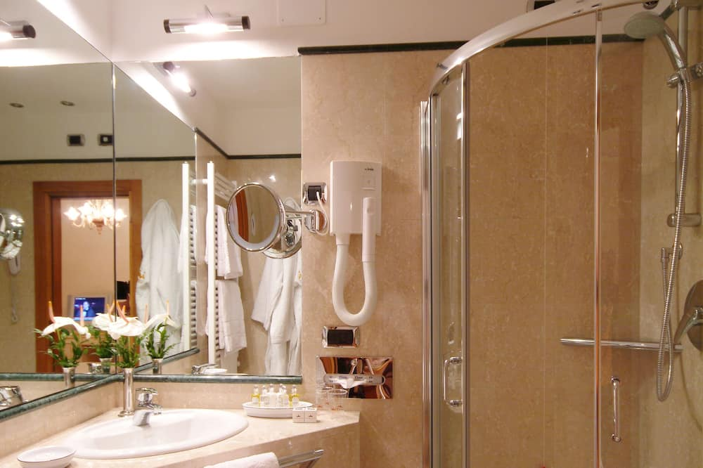 Classic Room, 1 Double or 2 Single Beds - Bathroom
