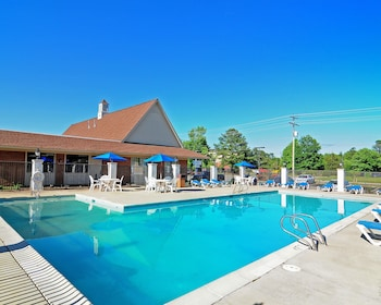 Picture of Days Inn & Suites by Wyndham Williamsburg Colonial in Williamsburg