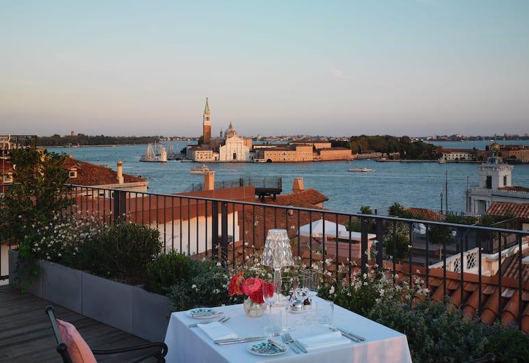 The St. Regis Venice, Venedig, Grand-rum - 1 kingsize-säng - balkong - utsikt mot kanalen (Terrace Room), Gästrum