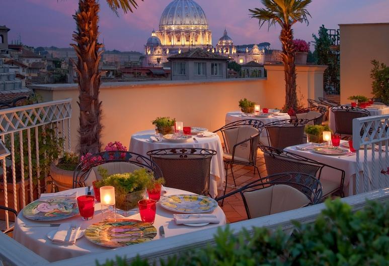 Bio Hotel Raphaël-Relais & Châteaux, Rome, Terrace/Patio