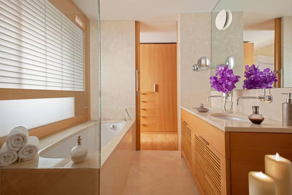 Executive Suite (Richard Meier) - Bathroom