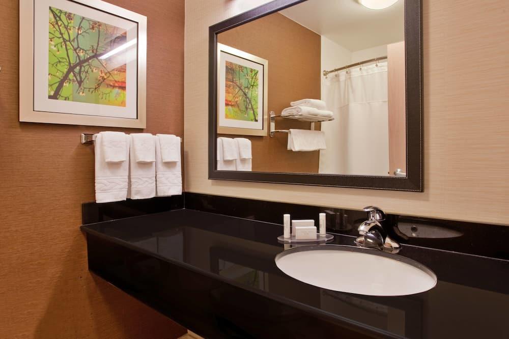 Phòng, 2 giường cỡ queen, Không hút thuốc - Phòng tắm