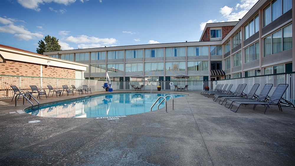 Best Western Plus Bradford Inn Pool