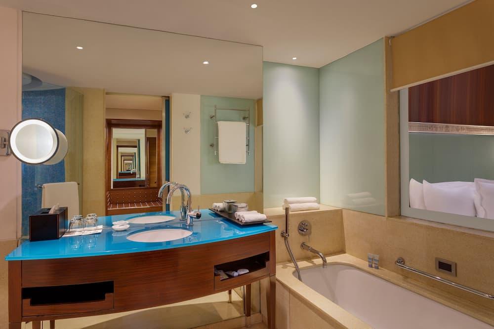 Executive Room, 1 Queen Bed, Non Smoking, Garden View - Bathroom