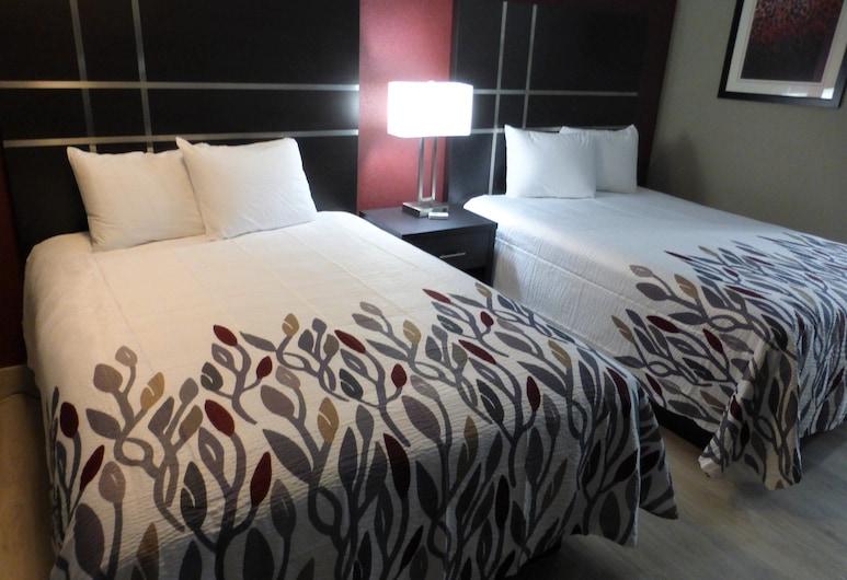 Red Roof Inn Redding, Redding, Deluxe Room (3 Queen Beds, Smoke Free), Bilik Tamu