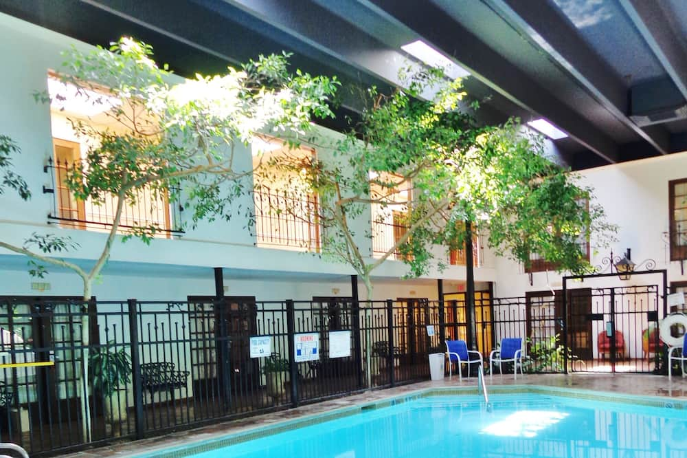 Aukštesnės klasės kambarys, 2 didelės dvigulės lovos, Nerūkantiesiems, prie baseino - Vidaus baseinas